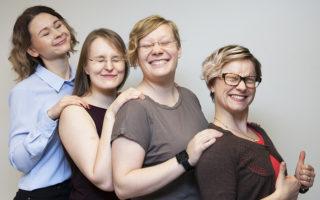 Diginaiset Outi Niskanen, Katri Pirhonen, Joanna Niininen ja Tiina Weisell tekevät digimarkkinointia ja hakukoneoptimointia