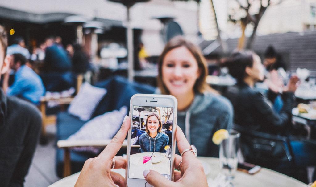 Kuvaa parempia henkilökuvia kännykällä