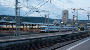 Juna raitella - blogitekstin kansikuva