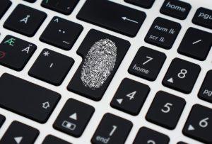 Kaksivaiheinen tunnistus eli 2FA hakee salasanan antamisen jälkeen varmistuksen sille, että käyttäjä on se, kuka tämä väittää olevansa.